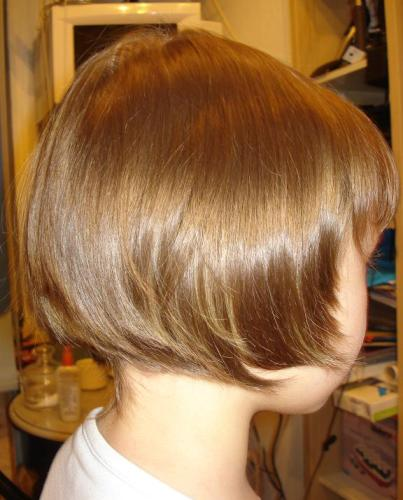Детская прическа на короткие волосы.