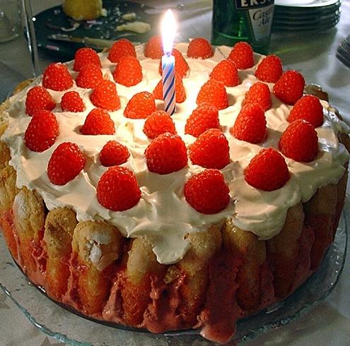 Первый день рожденья. Нужен ли торт.